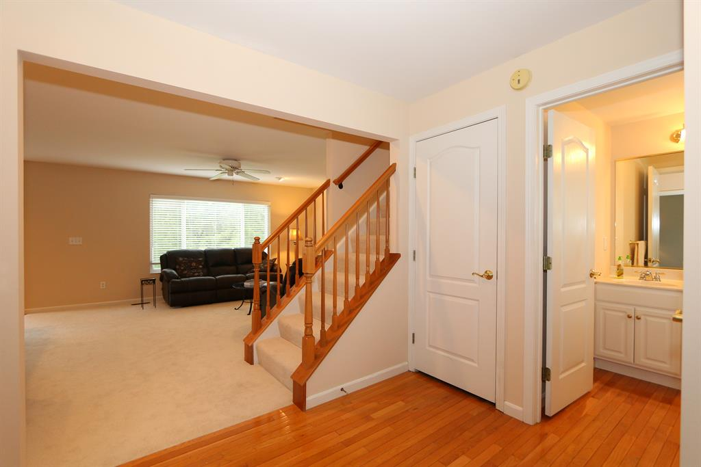 Foyer for 6207 Blackstone Ct Taylor Mill, KY 41015