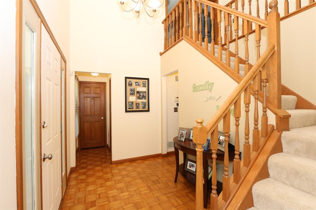 Foyer for 450 Larkspur Ct Edgewood, KY 41017