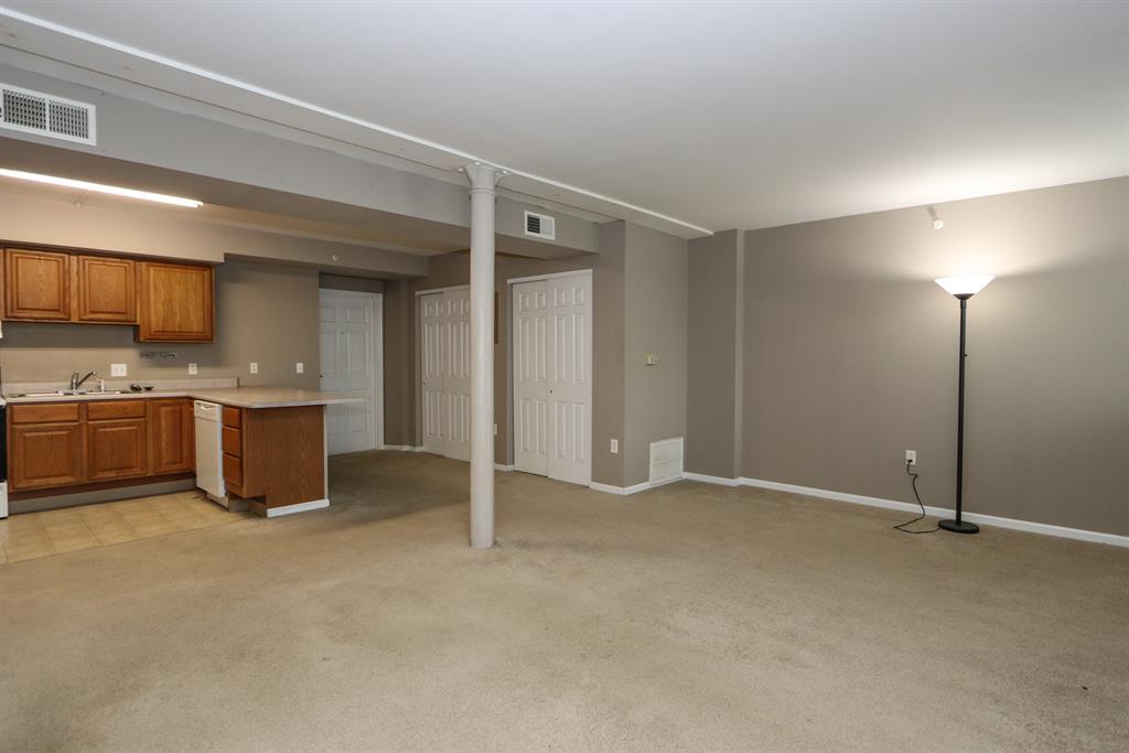 Living Room image 2 for 226 McDaniel St, 30 Dayton, OH 45405