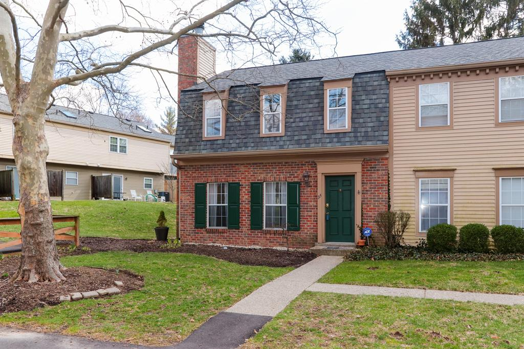 35 Woodsview Ln Sharonville, OH