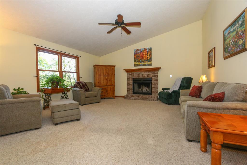 Living Room for 28567 Woodridge Ln West Harrison, IN 47060