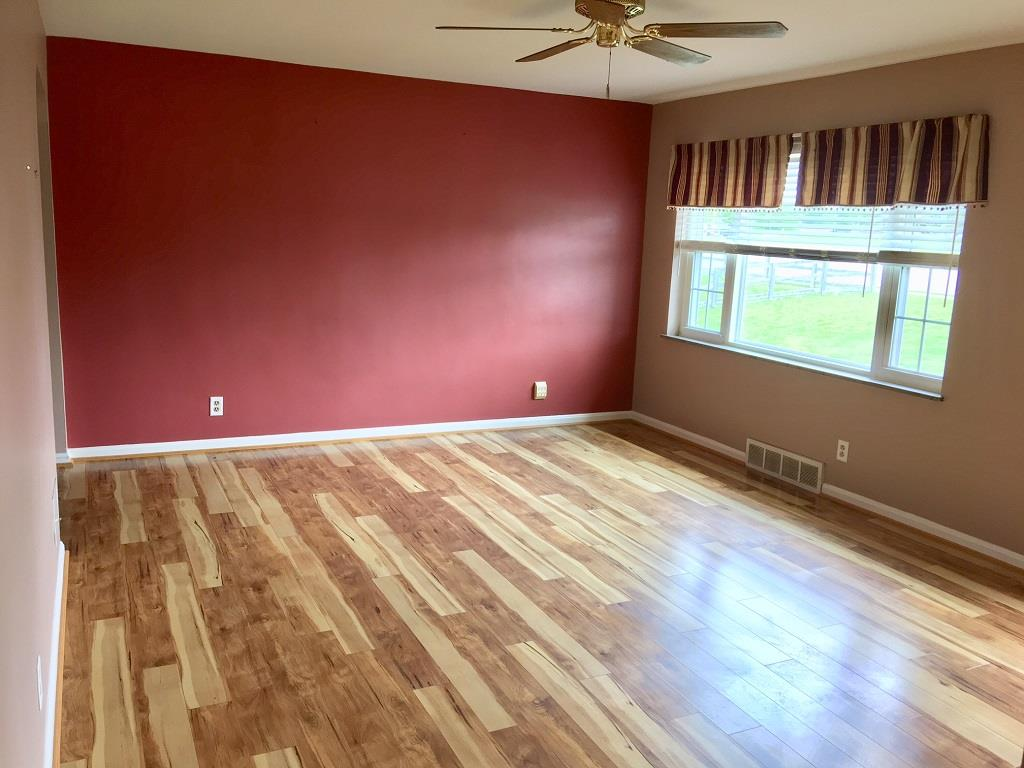 Living Room for 5869 Taylor Mill Rd Covington, KY 41015