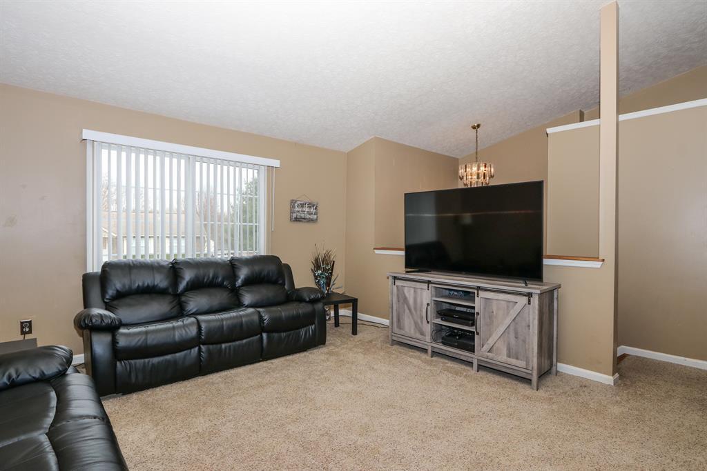 Living Room for 700 Brookwood Dr Alexandria, KY 41001