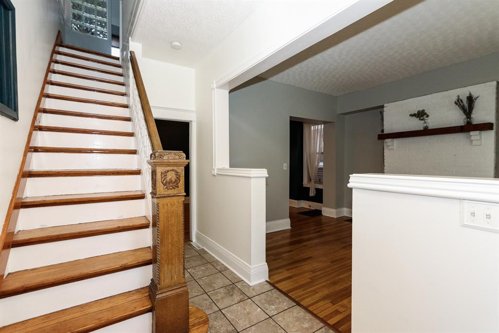 Foyer for 327 Park Ave Newport, KY 41071
