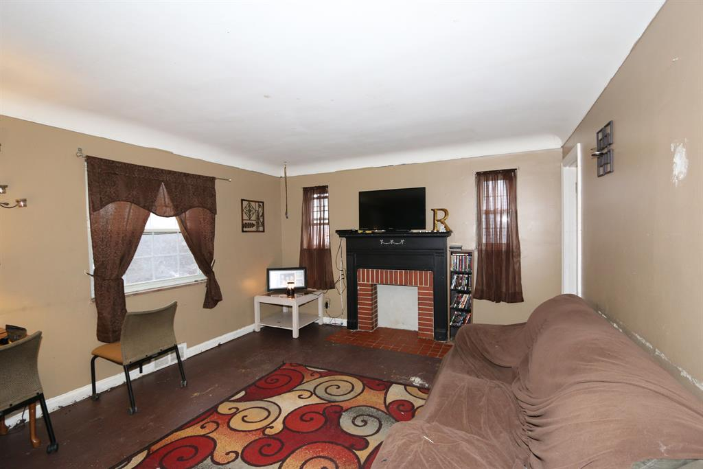 Living Room for 3925 Grace Ave Green Twp. - Hamilton Co., OH 45211