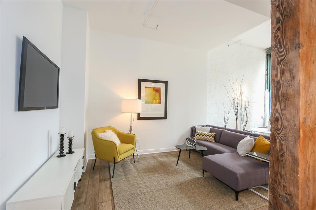 Living Room image 2 for 813 Broadway St, 1C Cincinnati, OH 45202