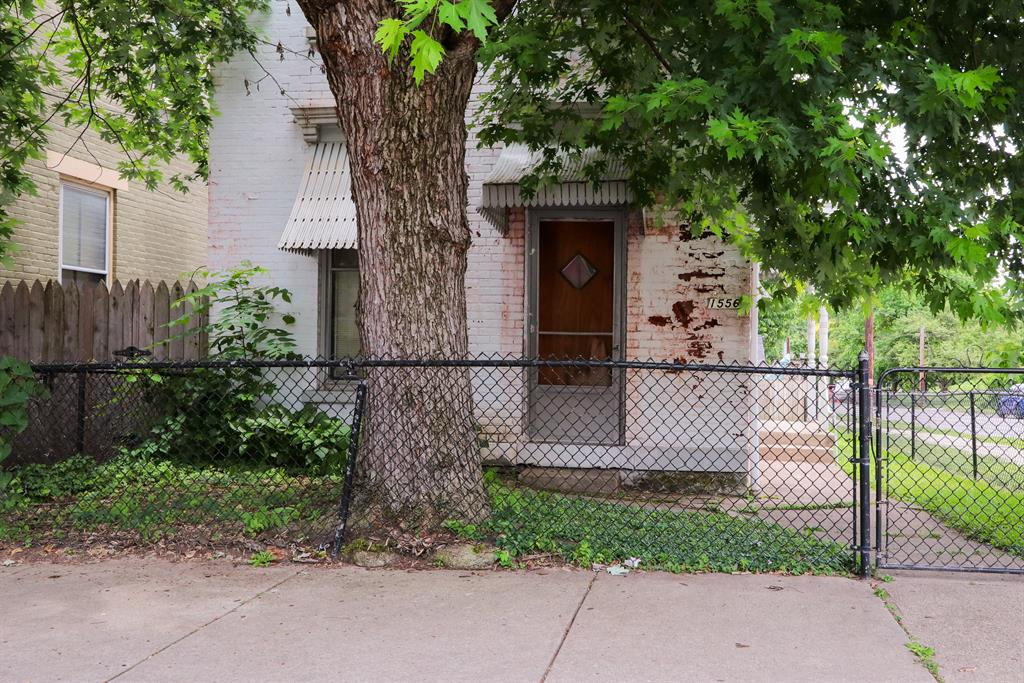 View for 1556 Greenup St Covington, KY 41011