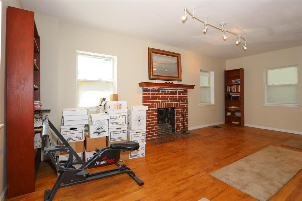 Living Room for 1206 E Henry Clay Fort Wright, KY 41011