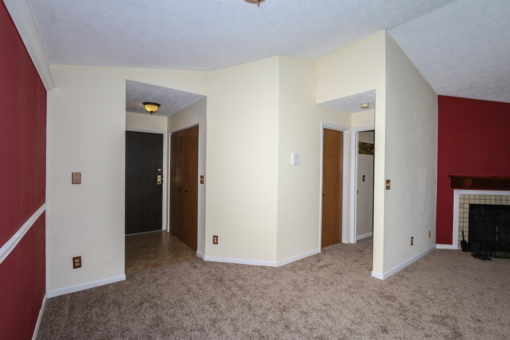 Foyer for 26 Woodland Hills Dr, 12 Southgate, KY 41071