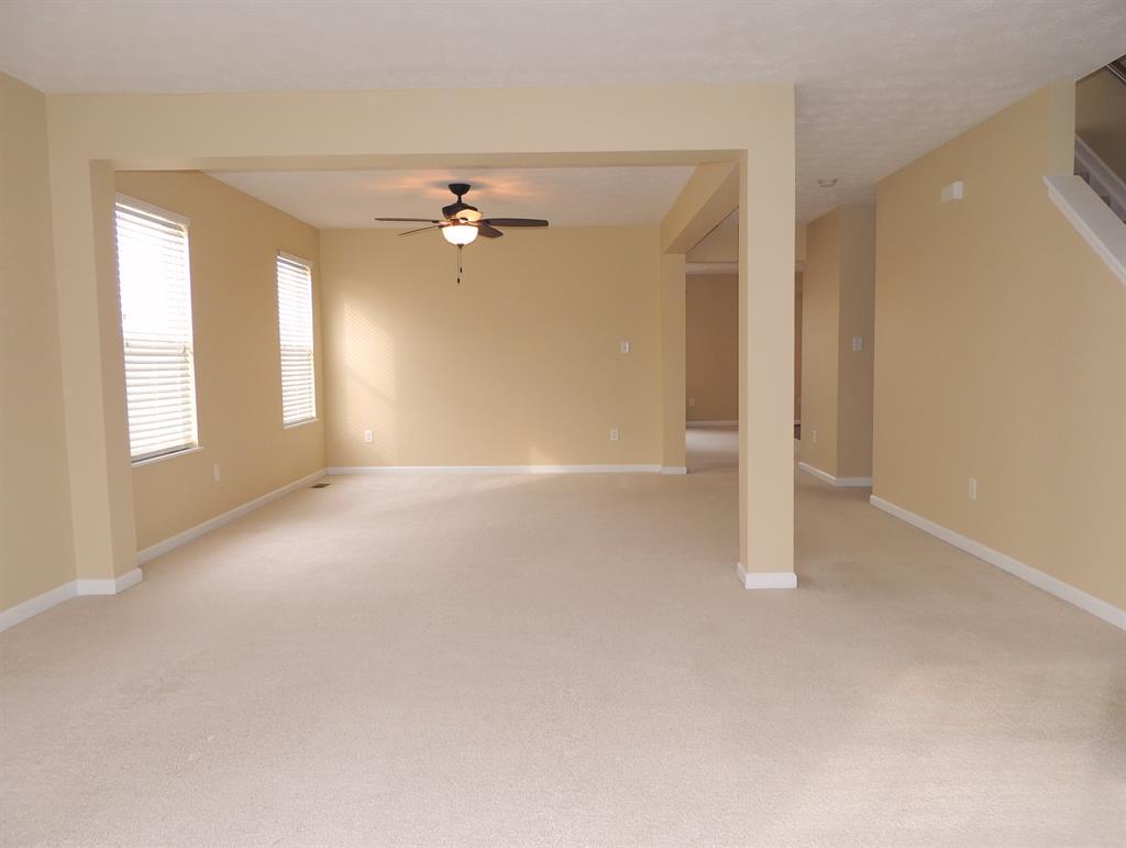 Living Room for 42 Ascot Glen Dr Franklin, OH 45005