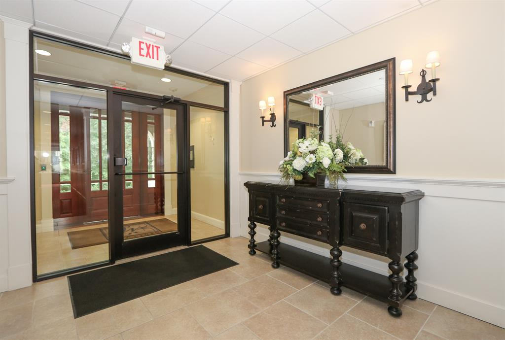 Lobby for 3942 Miami Rd #302 Mariemont, OH 45227