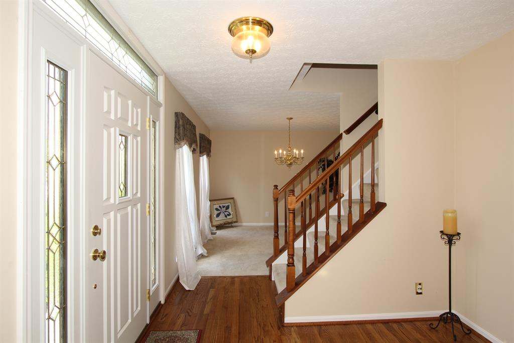 Foyer for 27 Glenridge Dr Cold Spring, KY 41076