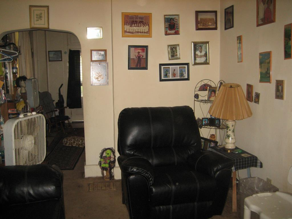 Living Room for 622 W 12th St Covington, KY 41011