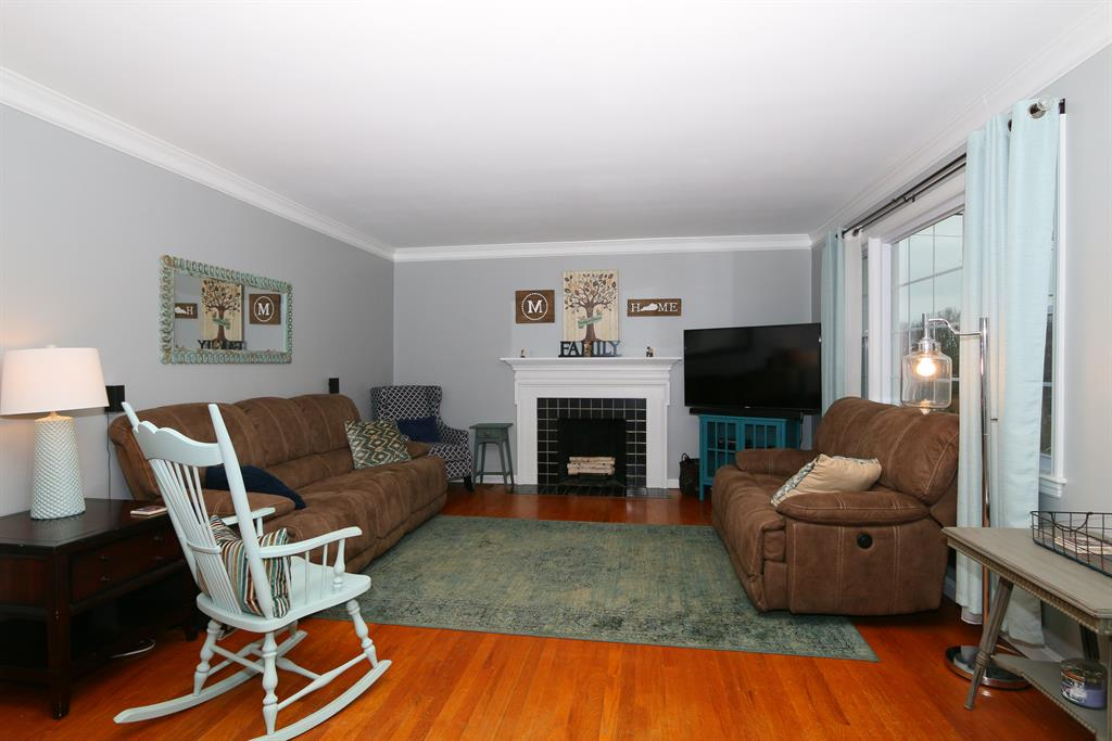 Living Room for 12 Requardt Ln Fort Mitchell, KY 41017