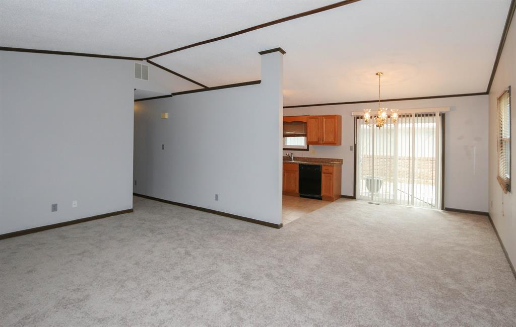 Living Room image 2 for 231 Heather Way Middletown, OH 45042