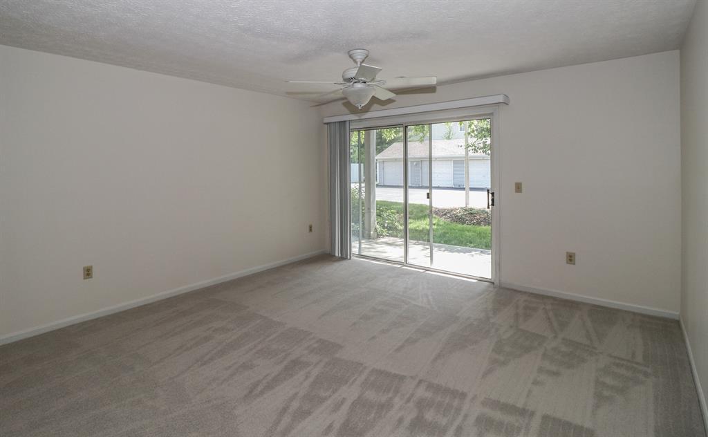 Living Room for 610 Carrington Ln, 103 Loveland, OH 45140
