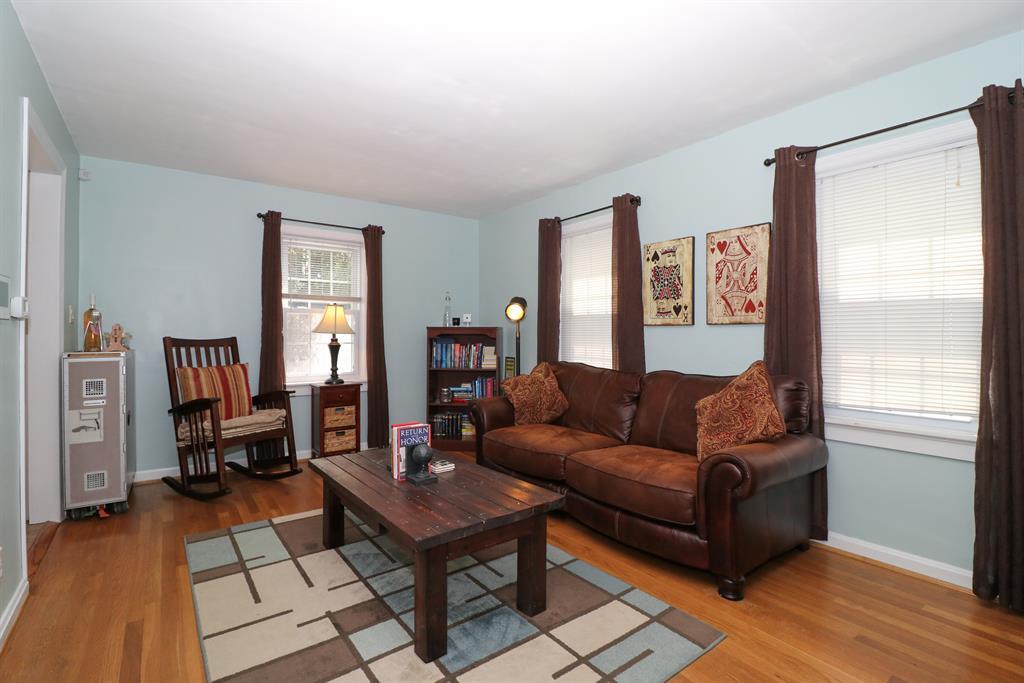 Living Room for 4318 Glenway Ave Deer Park, OH 45236