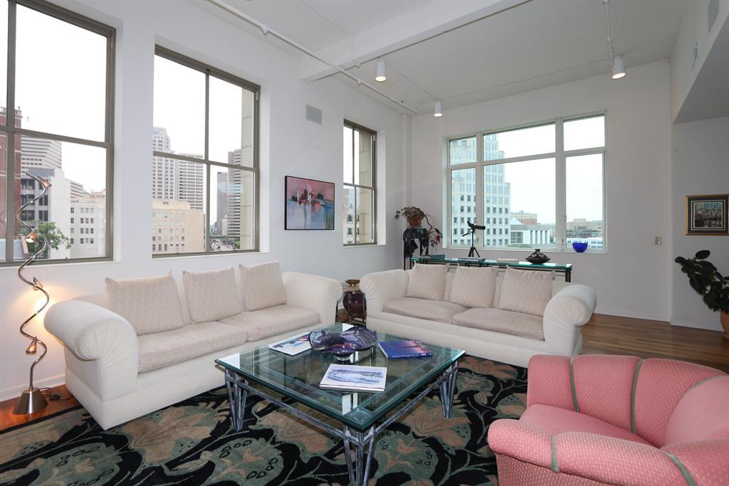 Living Room image 2 for 400 Pike St, 701 Cincinnati, OH 45202