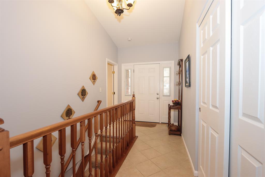 Foyer for 5742 St James Pl White Oak, OH 45239