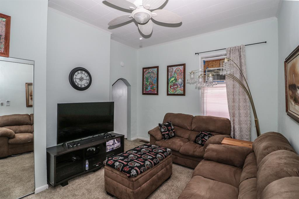 Living Room for 218 34th St Covington, KY 41015