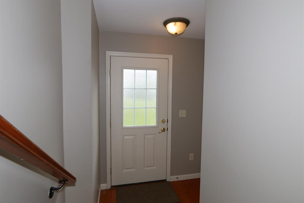 Foyer for 285 Skyview Ct Ludlow, KY 41016
