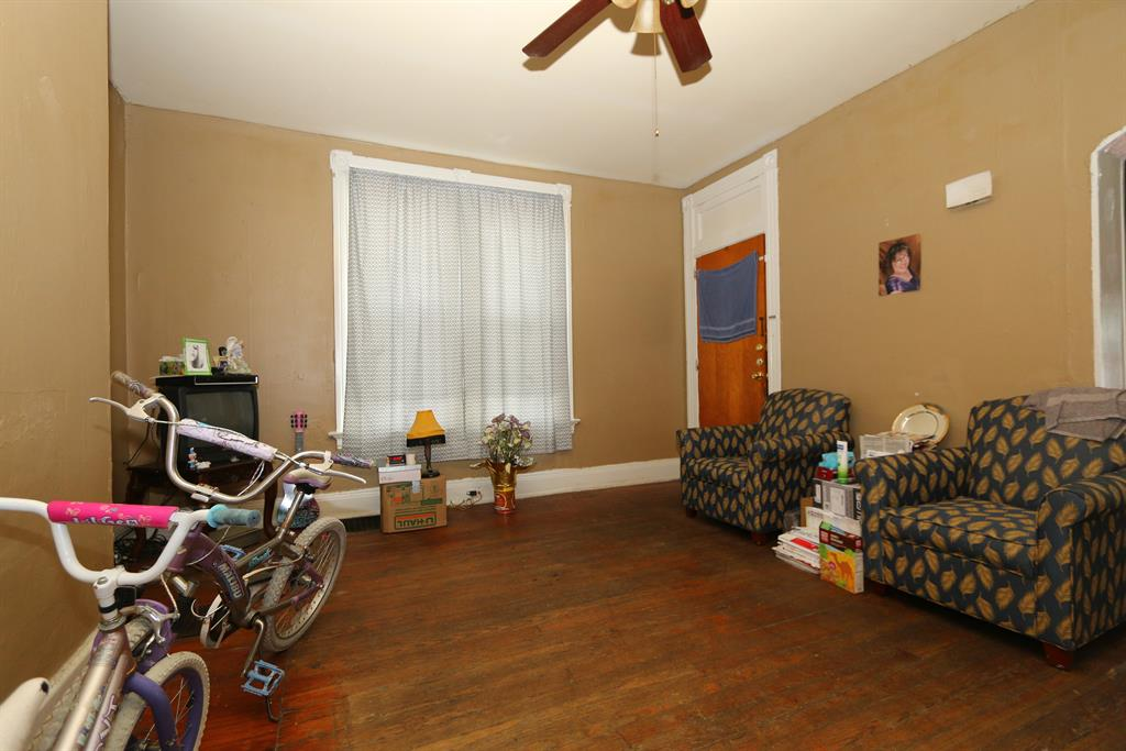 Living Room for 437 8th Ave Dayton, KY 41074