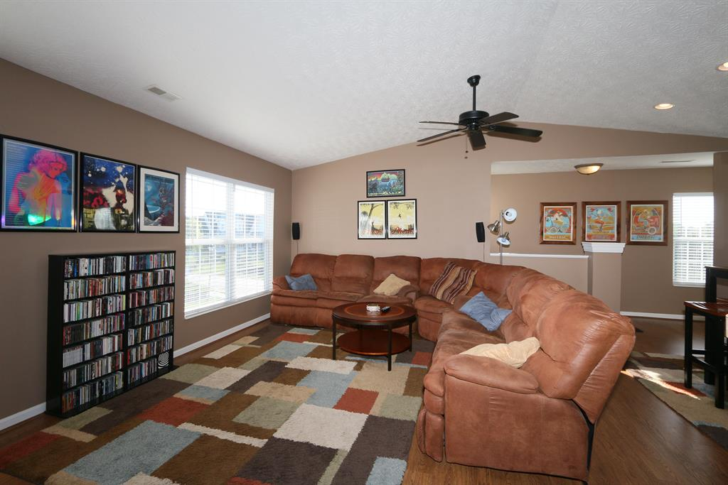 Living Room for 1754 Mimosa Trl Florence, KY 41042