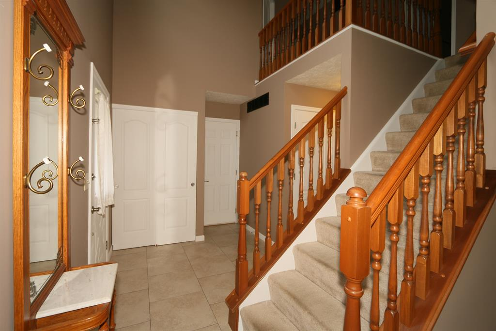 Foyer for 5156 Dana Harvey Ln Independence, KY 41051