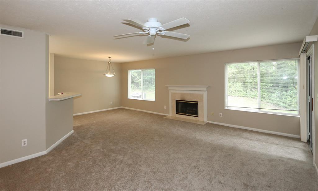 Living Room for 2280 Edenderry Dr, 104 Crescent Springs, KY 41017