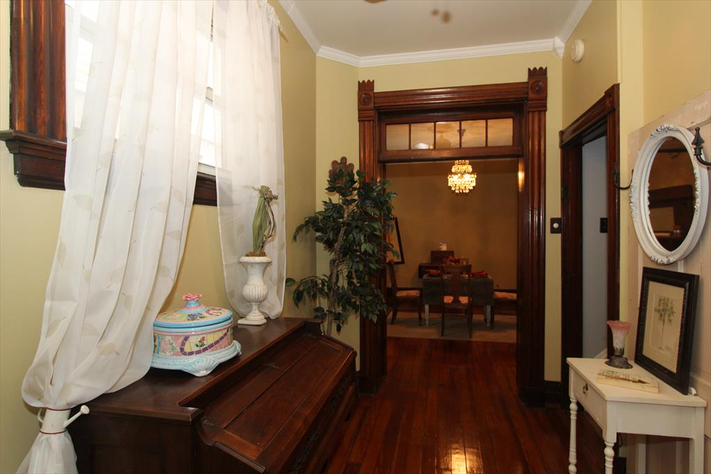 Foyer for 422 Ward Ave Bellevue, KY 41073