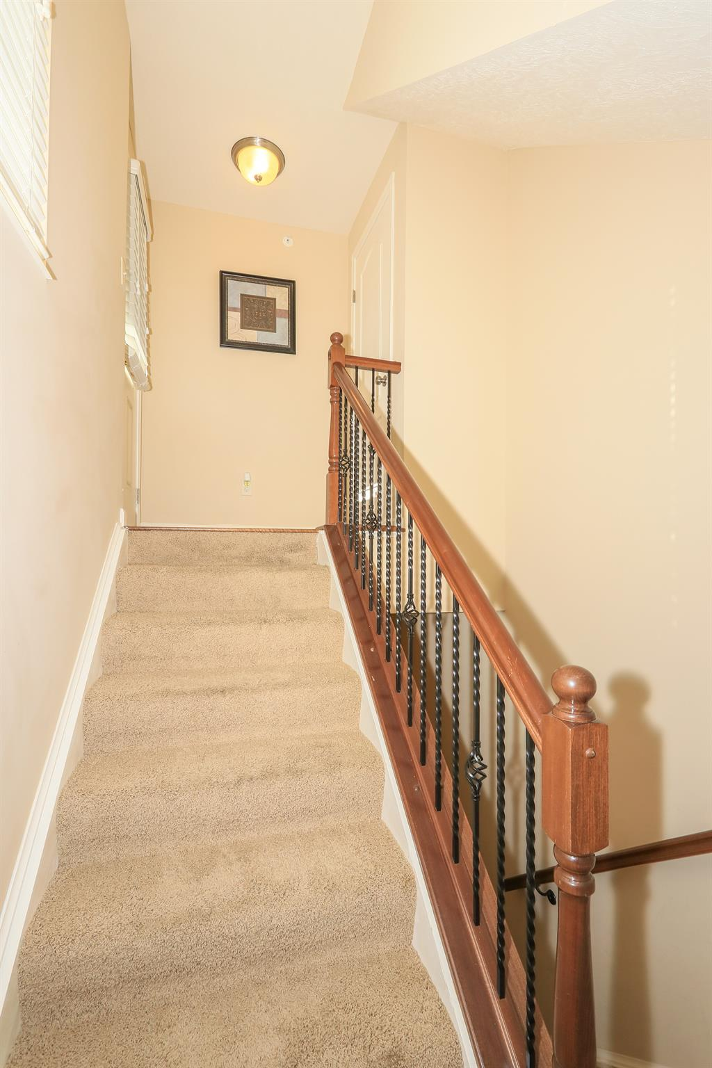 Foyer for 2329 Twelve Oaks Dr Florence, KY 41042