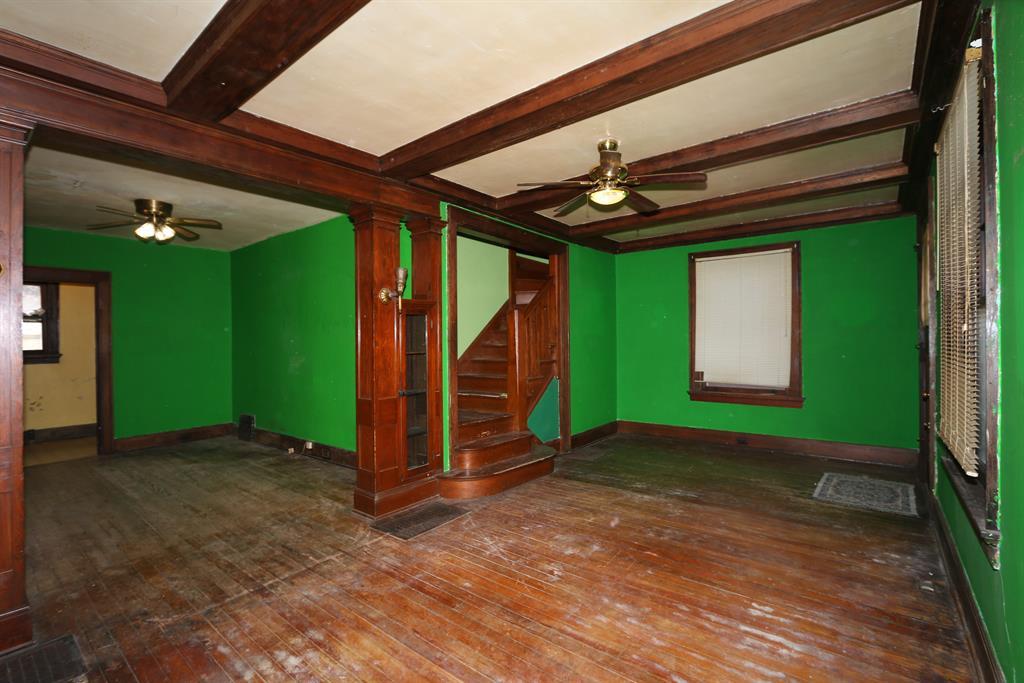 Living Room image 2 for 2025 Scott St Covington, KY 41014