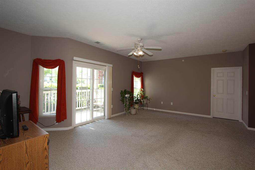 Living Room for 363 Saddlebrook Ln Florence, KY 41042