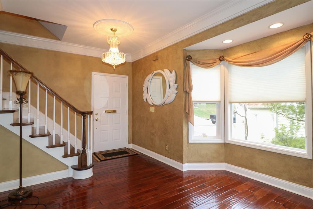 Foyer for 520 Western Ave Covington, KY 41011