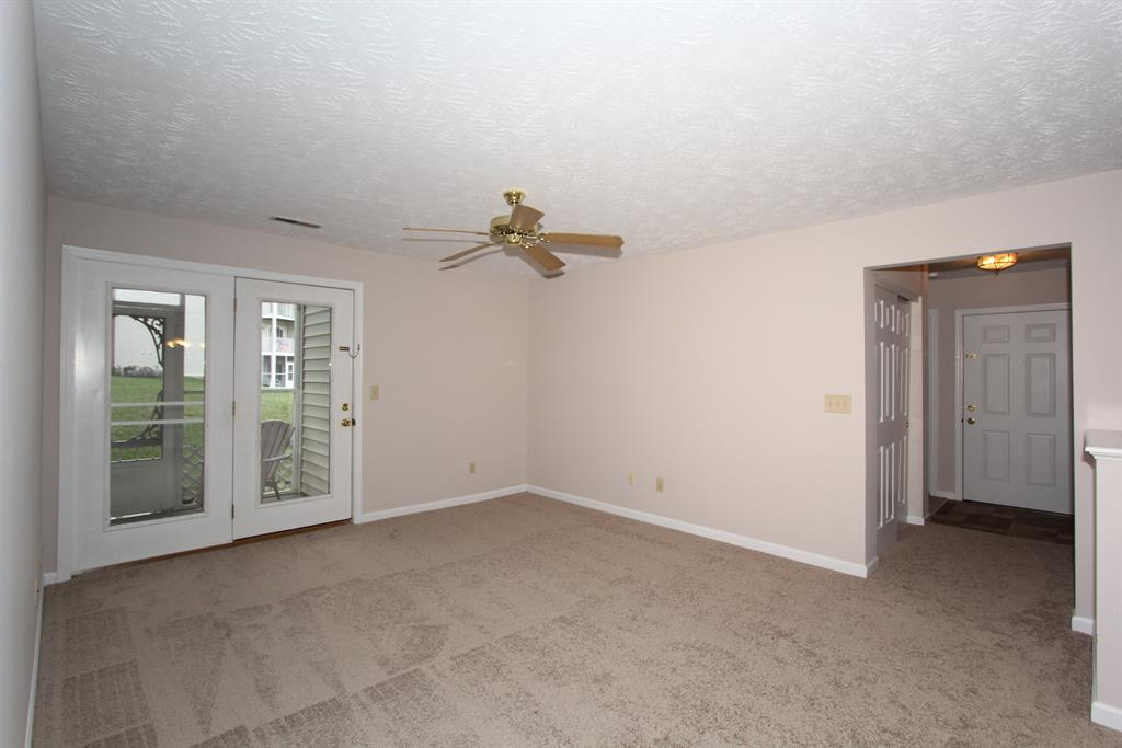 Living Room for 10272 Crossbow Ct, 3 Florence, KY 41042
