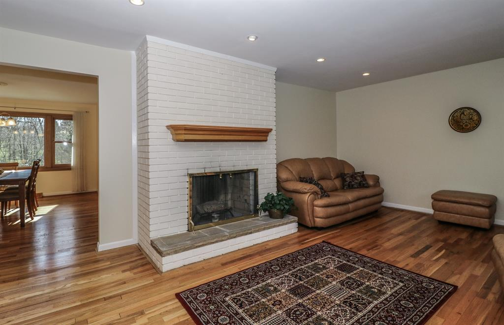 Living Room for 920 Oregon Trl Wyoming, OH 45215