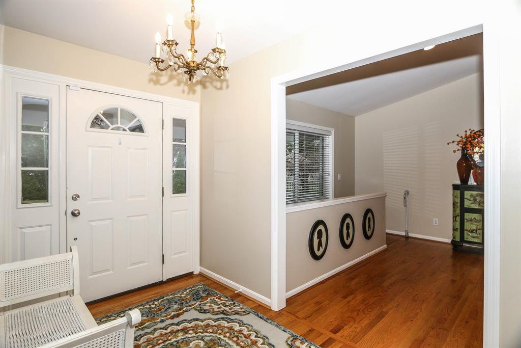 Foyer for 100 Wagon Road Ln Terrace Park, OH 45174