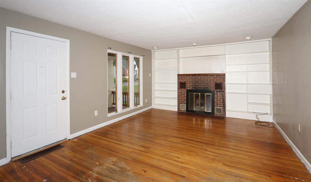 Living Room for 303 Hallam Ave Erlanger, KY 41018