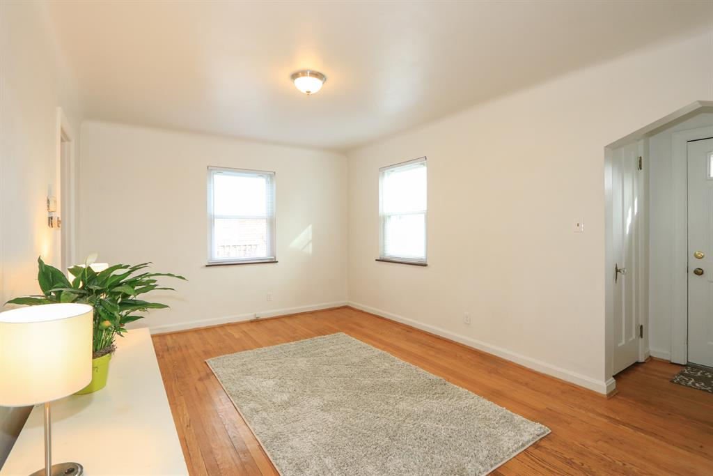Living Room for 167 S Grove Ave Wyoming, OH 45215