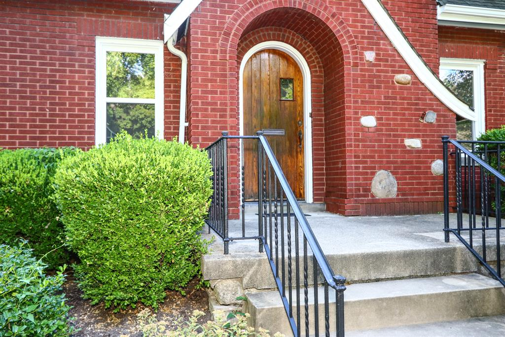 Entrance for 3832 Indianview Ave Mariemont, OH 45227