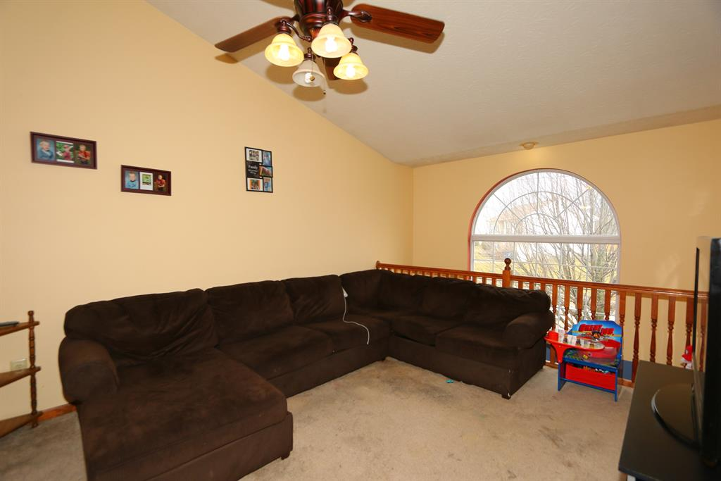 Living Room for 1555 Clovernook Dr Elsmere, KY 41018