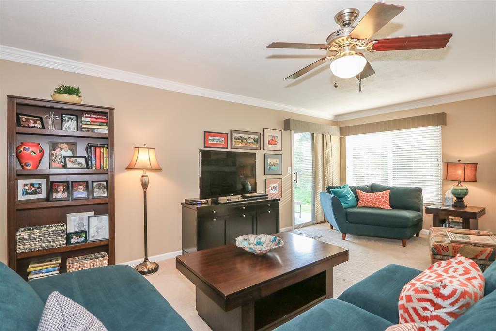 Living Room image 2 for 2109 Clareglen Ct, 101 Crescent Springs, KY 41017