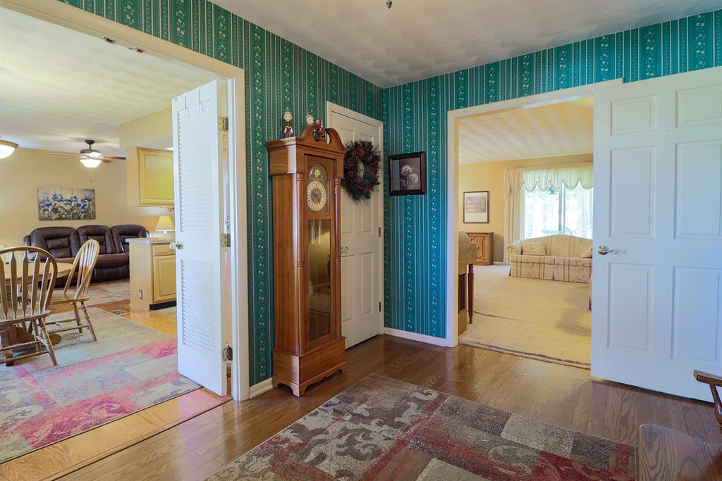 Foyer for 312 Scott Dr Englewood, OH 45322