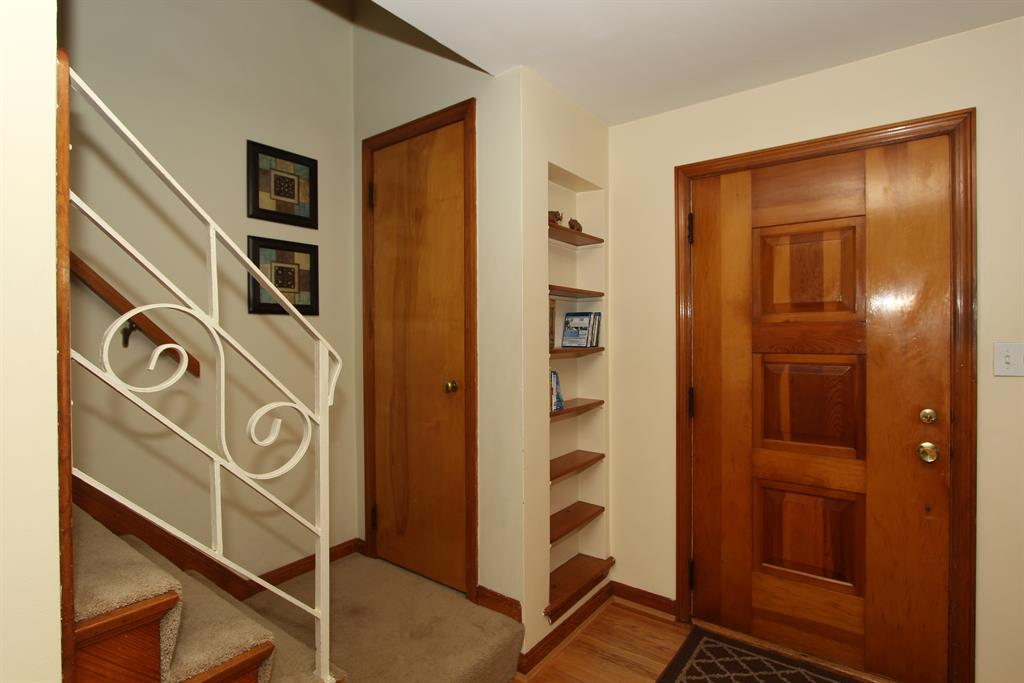 Foyer for 63 Carran Dr Lakeside Park, KY 41017
