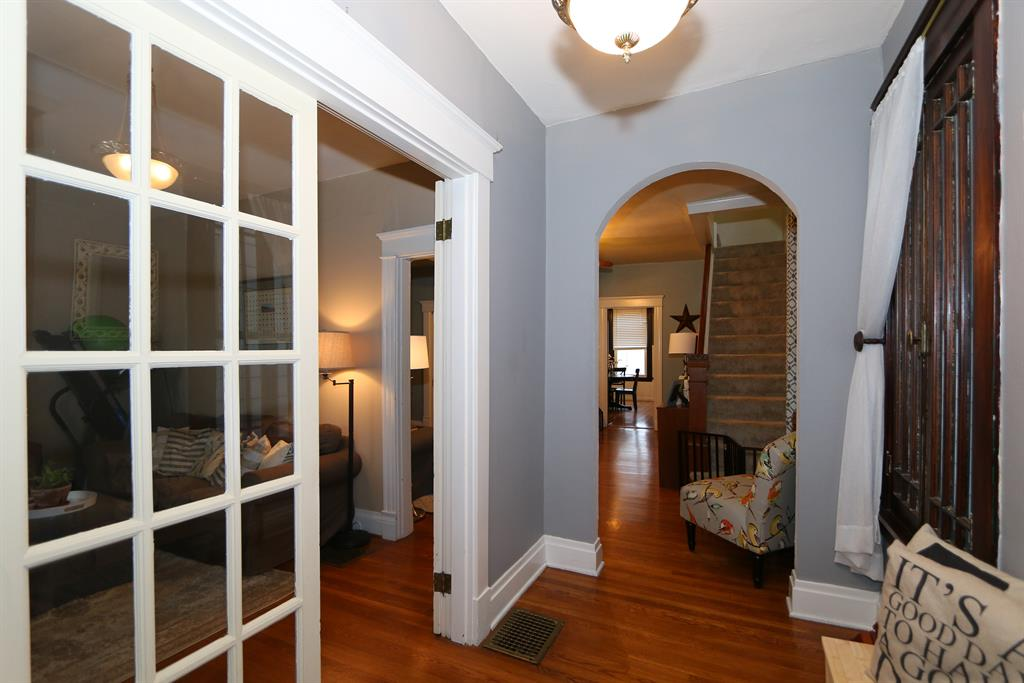 Foyer for 310 39th Latonia, KY 41015