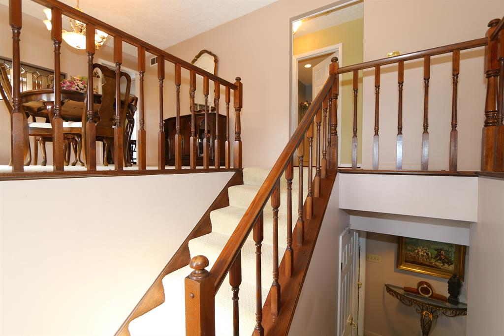 Foyer for 369 Marie Ln Edgewood, KY 41017