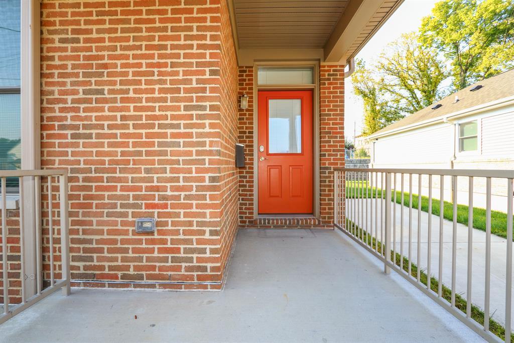 Entrance for 237 E 10th St Covington, KY 41011