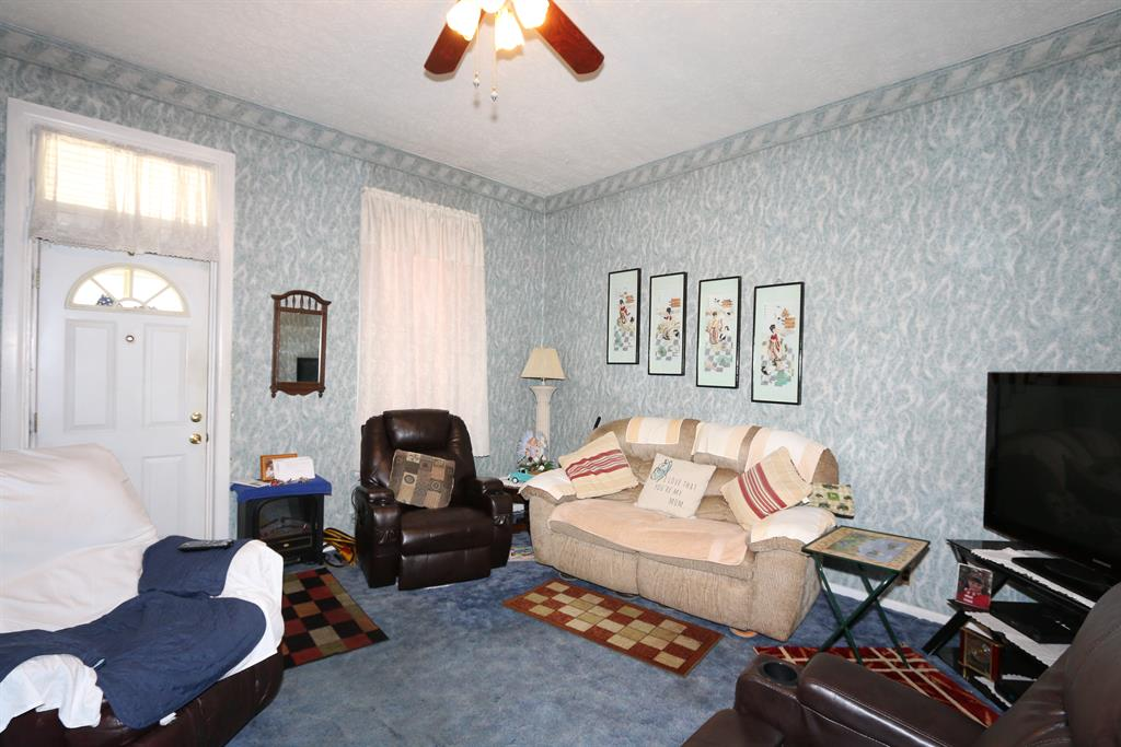 Living Room for 315 Thornton St Newport, KY 41071