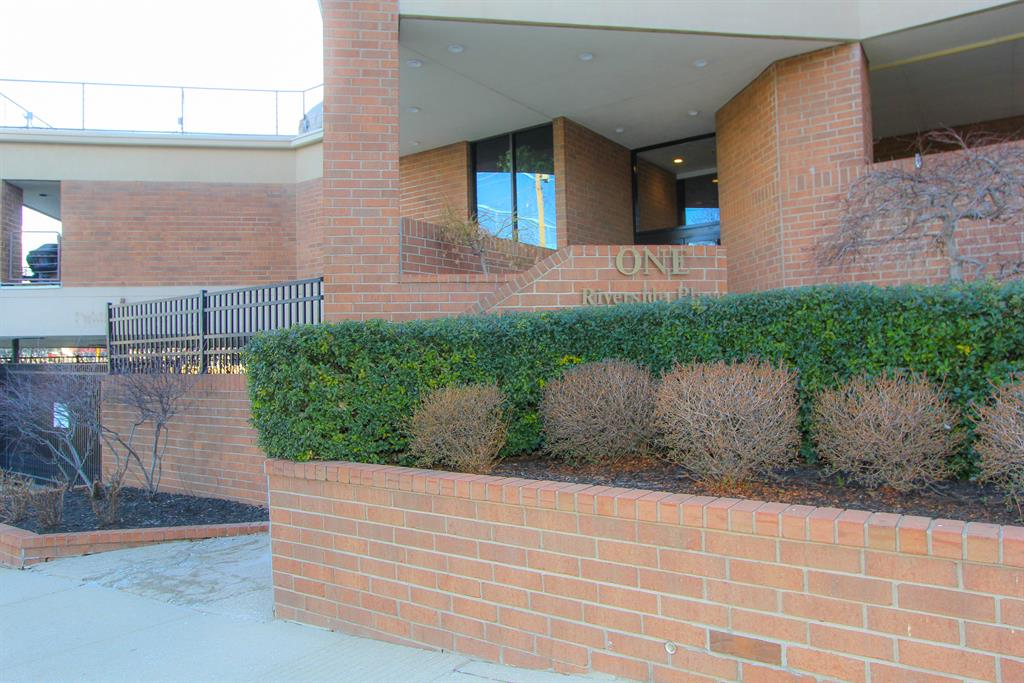Community for 1 Riverside Dr, 402 Covington, KY 41011