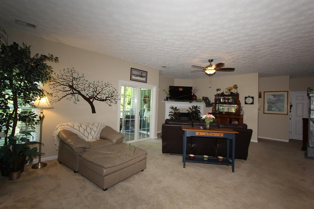 Living Room for 157 Saddlebrook Ln, 353 Florence, KY 41042